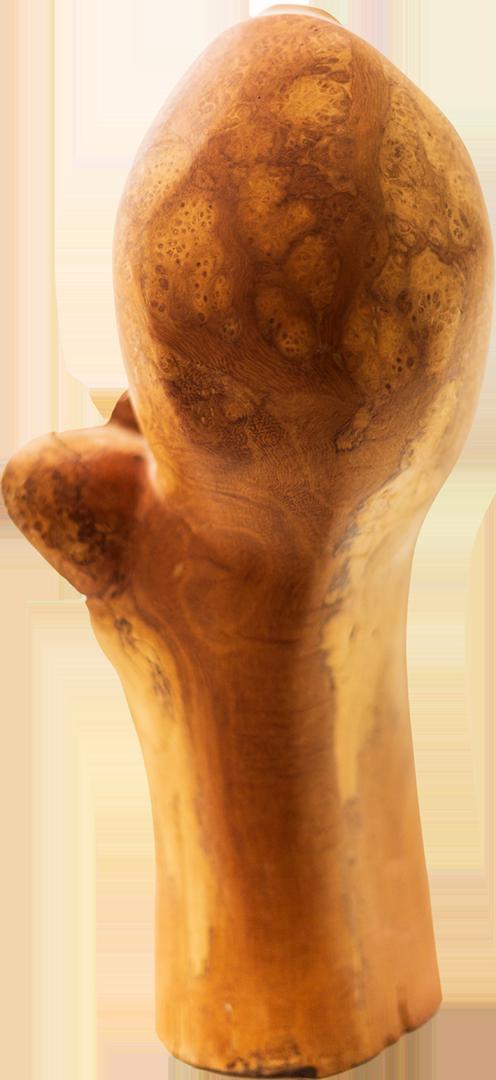 Andreas Eckenberger: Spross   Lindenholz, Flex, Stechbeitel; 35 x 12 x 18 cm; 425,00 €   * 1979 in Trostberg; 1990 erste Schnitz- und Schreinerarbeiten; 1998 naturalistische und abstrakte Arbeiten in Holz, Beginn mit Instrumentenbau; 1999 Arbeiten mit Natursteinen und Landschaftsgestaltung; 2002-2005 Besuch der Berufsfachschule für Holzbildhauerei; seit 2005 selbständig tätig als Holzbildhauer; lebt in Tacherting