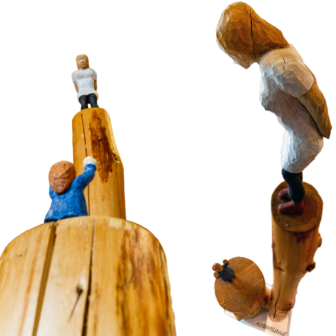Leonhard Krebs: Mama | Fichtenholz geschnitzt; 140 x 40 x 20 cm; 2.400,00 € | * 1950 in Oedheim; Modellbaumeister, Umweltpädagoge, Lehrer an der Berufsschule; seit den 1990er-Jahren Bildhauerei; erste Ausstellungen mit Holzobjekten – figürlich und abstrakte Arbeiten; intensive Auseinandersetzung mit LandArt; lebt in Edling